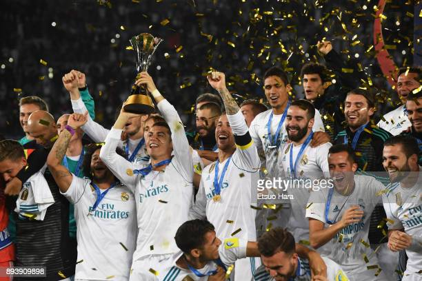 Players of Real Madrid celebrate as Cristiano Ronaldo lifts the trophy after the FIFA Club World Cup UAE 2017 final match between Gremio and Real...
