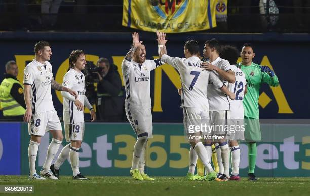 Players of Real Madrid celebrate their victory after the La Liga match between Villarreal CF and Real Madrid CF at Estadio El Madrigal on February 26...