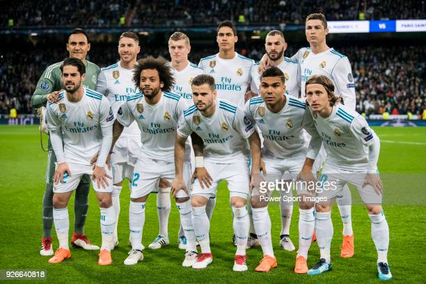 Players of Real Madrid line up and pose for a photo prior to the UEFA Champions League 2017-18 Round of 16 match between Real Madrid vs Paris Saint...