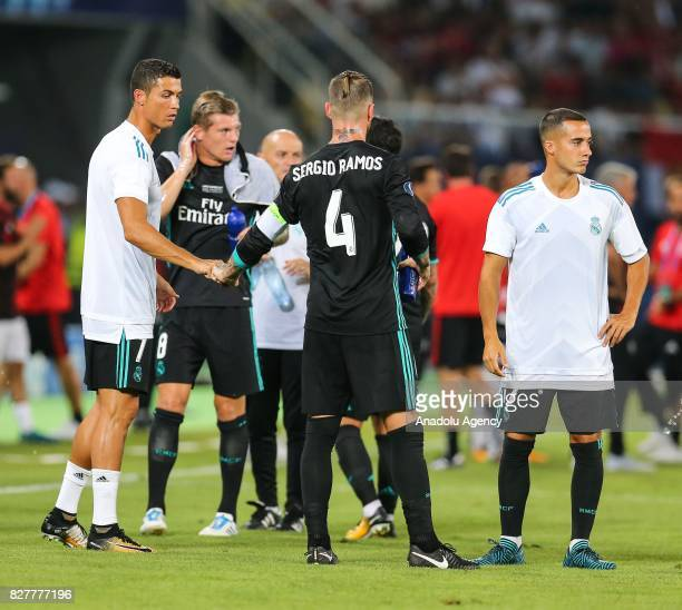Players of Real Madrid take a water break due to hot weather during the UEFA Super Cup final between Real Madrid and Manchester United at the Philip...