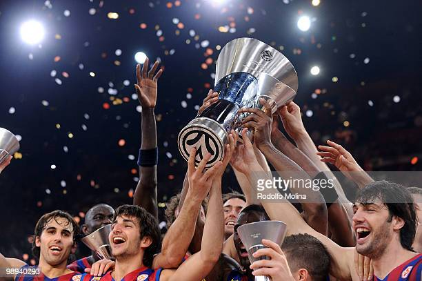Players of regal FC Barcelona celebrates during the 2009-2010 Euroleague Basketball Champion Awards Ceremony at Bercy Arena on May 9, 2010 in Paris,...