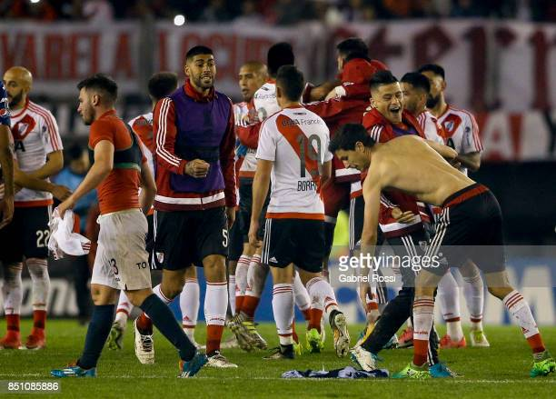 Players of River Plate celebrate after wining the second leg match between River Plate and Wilstermann as part of the quarter finals of Copa CONMEBOL...