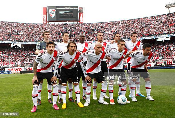 Players of River Plate line up during a match between River Plate and Independiente as part of the Torneo Final 2013 at the Monumental Vespusio...