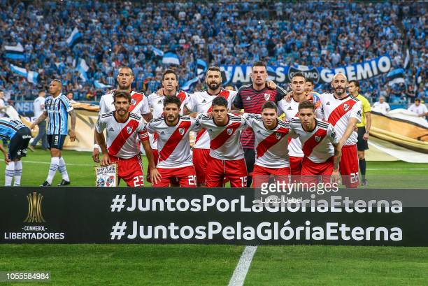 Players of River Plate pose before the start of their Copa Conmebol Libertadores 2018 semifinal second leg football match against Brazil's Gremio at...