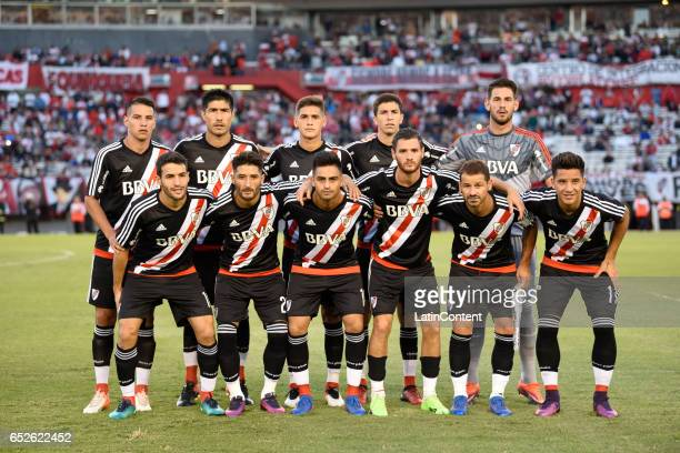 Players of River Plate pose for a photo prior to the match between River Plate and Union as part of Torneo Primera Division 2016/17 at Monumental...