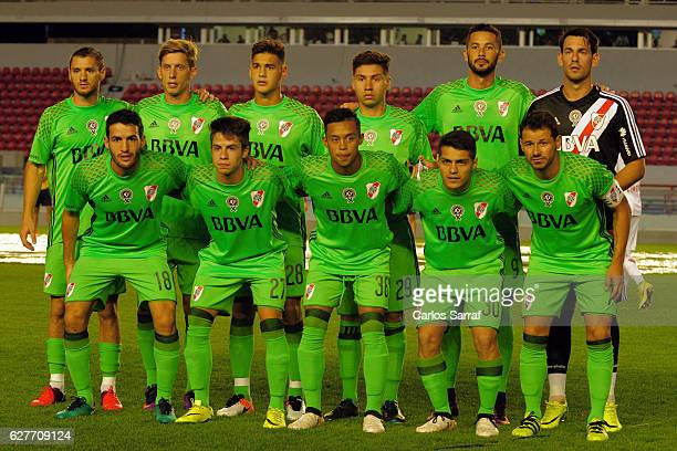 Players of River Plate pose for a team photo prior a match between Independiente and River Plate as part of Torneo Primera Division 2016/17 at...