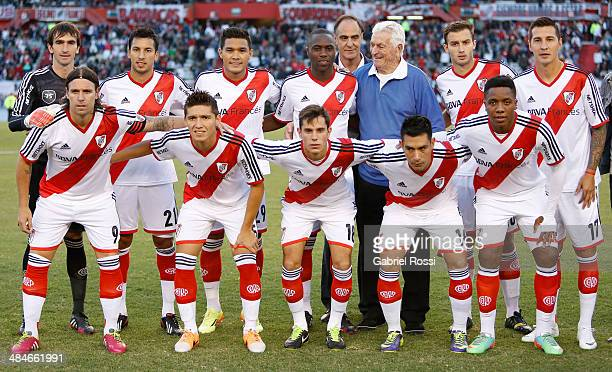 Players of River Plate pose for a team photo with Amadeo Carrizo former goalkeeper of River Plate before a match between River Plate and Atletico...