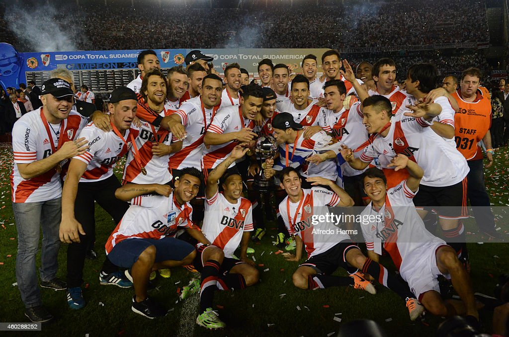 Players of River Plate pose for a team picture after winning a second leg final match between River Plate and Atletico Nacional as part of Copa Total Sudamericana 2014 at Antonio Vespucio Liberti Stadium on December 10, 2014 in Buenos Aires, Argetina.