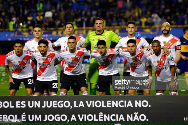 Players of River Plate pose for a team picture prior the Semifinal second leg match between Boca Juniors and River Plate as part of Copa CONMEBOL...