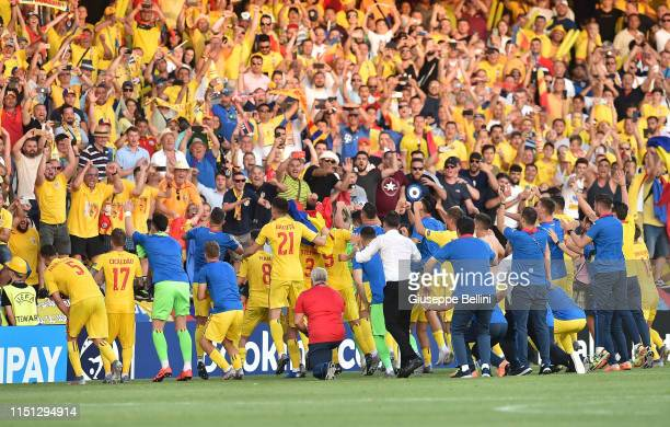 Players of Romania celebrate the victory after the 2019 UEFA U-21 Group C match between England and Romania at Dino Manuzzi Stadium on June 21, 2019...