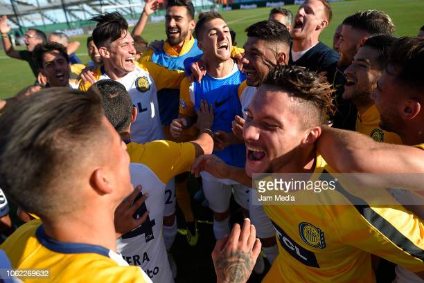 Players of Rosario Central celebrate the victory after a Quarter Final match between Newell's Old Boys and Rosario Central as part of Copa Argentina...
