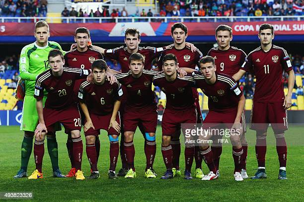 Players of Russia pose for a team photo prior to the FIFA U17 World Cup Chile 2015 Group E match between Russia and Costa Rica at Estadio Municipal...