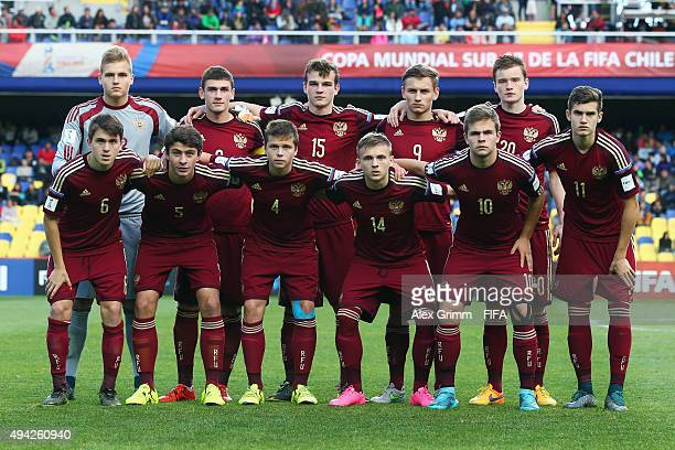 Players of Russia pose for a team photo prior to the FIFA U17 World Cup Chile 2015 Group E match between Russia and South Africa at Estadio Municipal...