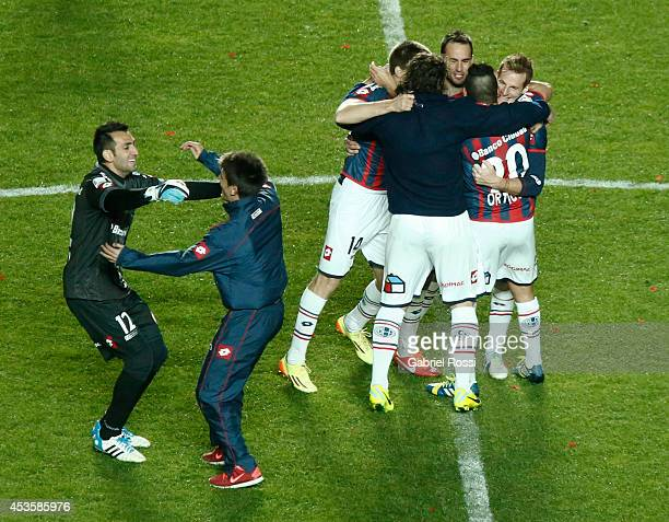Players of San Lorenzo celebrate after winning final match between San Lorenzo and Nacional as part of Copa Bridgestone Libertadores 2014 at Pedro...