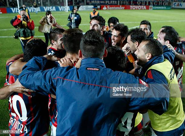 Players of San Lorenzo celebrate after winning the match between San Lorenzo and Botafogo as part of Copa Bridgestone Libertadores 2014 at Pedro...