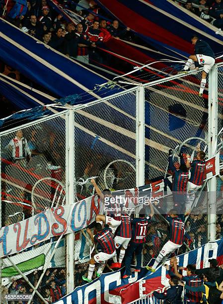 Players of San Lorenzo celebrate winning the Copa Bridgestone Libertadores after the second leg final match between San Lorenzo and Nacional as part...