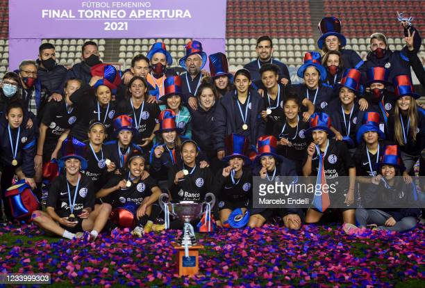 Players of San Lorenzo pose with the trophy after winning the final match of the Argentina Women's First Division Tournament between Boca Juniors and...