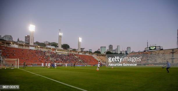 Players of Santos and of Cruzeiro in action during the match between for the Brasileirao Series A 2018 at Pacaembu Stadium on May 27 2018 in Sao...