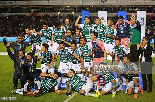 Players of Santos celebrate after a championship second leg match between Queretaro and Santos Laguna as part of Clausura 2015 Liga MX at La...