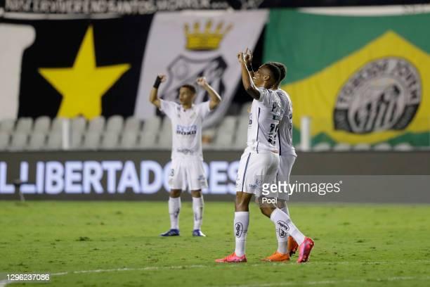 Players of Santos celebrate after a semifinal second leg match between Santos and Boca Juniors as part of Copa CONMEBOL Libertadores 2020 at Urbano...