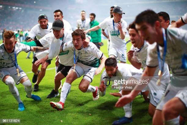 Players of Santos Laguna celebrate winning Championship after the Final second leg match between Toluca and Santos Laguna as part of the Torneo...