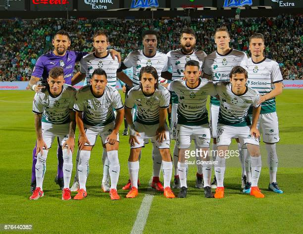 Players of Santos pose for a team photo prior to the 17th round match between Santos Laguna and America as part of the Torneo Apertura 2017 Liga at...