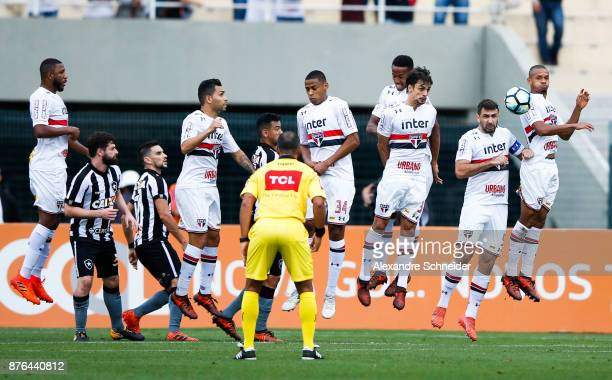 Players of Sao Paulo and of Botafogo in action during the match for the Brasileirao Series A 2017 at Pacaembu Stadium on November 19 2017 in Sao...