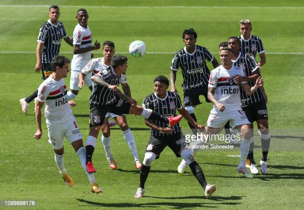 Players of Sao Paulo and of Corinthians in acton during the match as part of the 2020 Brasileirao Series Aat Morumbi Stadium on August 30, 2020 in...
