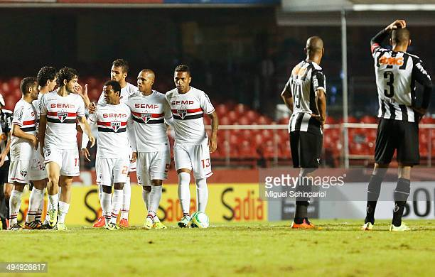 Players of Sao Paulo celebrates victory after a match between Sao Paulo x Atletico MG of Brasileirao Series A 2014 at Morumbi Stadium on May 31 2014...