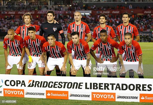 Players of Sao Paulo pose for a photo prior the match between River Plate and Sao Paulo as part of Group 1 of Copa Bridgestone Libertadores 2016 at...