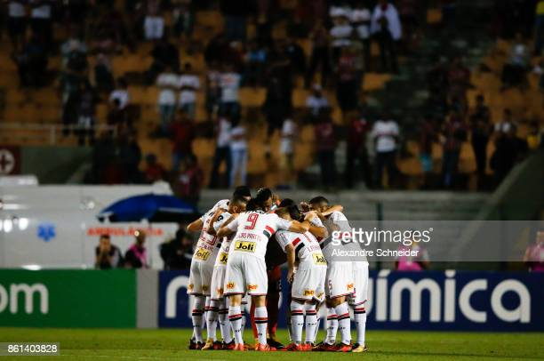 Players of Sao Paulo pray before the match between Sao Paulo v Atletico PR for the Brasileirao Series A 2017 at Pacaembu Stadium on October 14 2017...