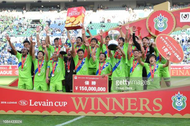 Players of Shonan Bellmare celebrate the victory after the JLeague Levain Cup final between Shonan Bellmare and Yokohama FMarinos at Saitama Stadium...