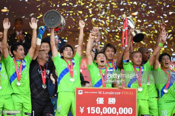 Players of Shonan Bellmare celebrate the victory as captain Kaoru Takayama lifts the trophy after the J.League Levain Cup final between Shonan...