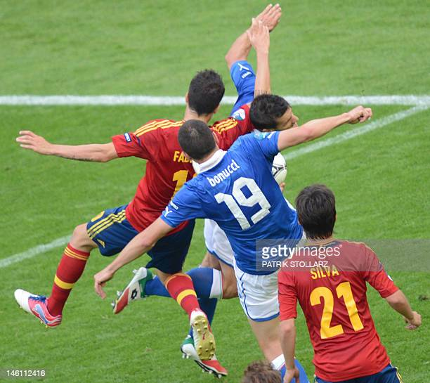 Players of Spain and Italy vie during the Euro 2012 championships football match Spain vs Italy on June 10 2012 at the Gdansk Arena AFPPHOTO/ PATRIK...
