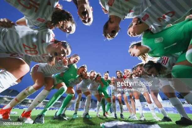 Players of Spain celebrate after the FIFA U20 Women's World Cup France 2018 Semi Final semi final match between France and Spain at Stade de la...