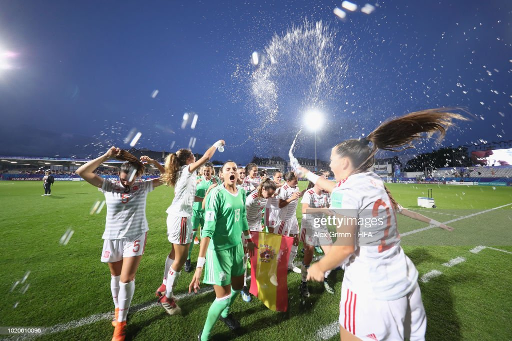 Players Of Spain celebrate after the FIFA U-20 Women's World Cup France 2018 Semi Final semi final match between France and Spain at Stade de la Rabine on August 20, 2018 in Vannes, France.