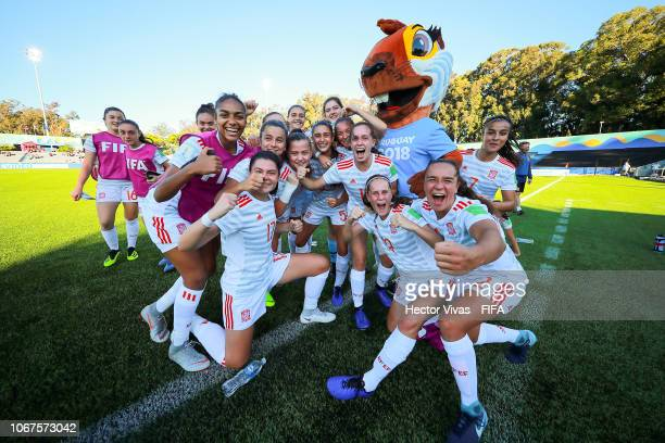 Players of Spain celebrate after winning the FIFA U17 Women's World Cup Uruguay 2018 group D match between Korea Republic and Spain at Estadio...
