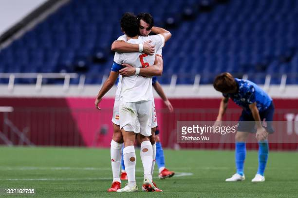 Players of Spain celebrate the victory after the Olympic football semifinal between Japan and Spain at Saitama Stadium on August 03, 2021 in Saitama,...