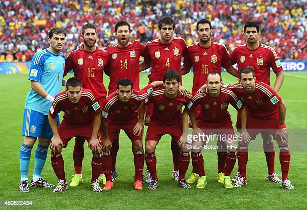 Players of Spain line up prior to the 2014 FIFA World Cup Brazil Group B match between Spain and Chile at Estadio Maracana on June 18 2014 in Rio de...