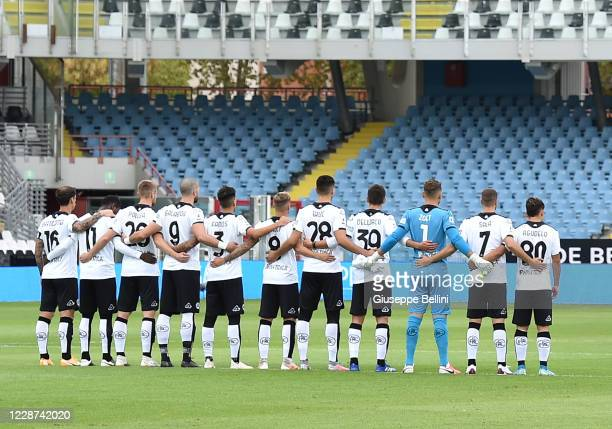 Players of Spezia Calcio line up for a minutes silence prior the Serie A match between Spezia Calcio and US Sassuolo at Dino Manuzzi Stadium on...