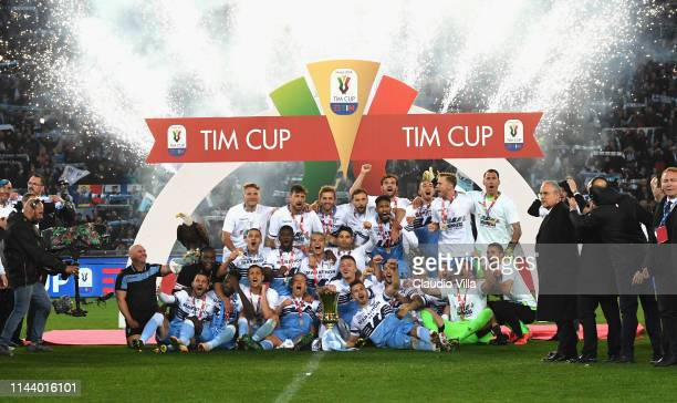 Players of SS Lazio celebrate after the TIM Cup Final match between Atalanta BC and SS Lazio at Stadio Olimpico on May 15, 2019 in Rome, Italy.