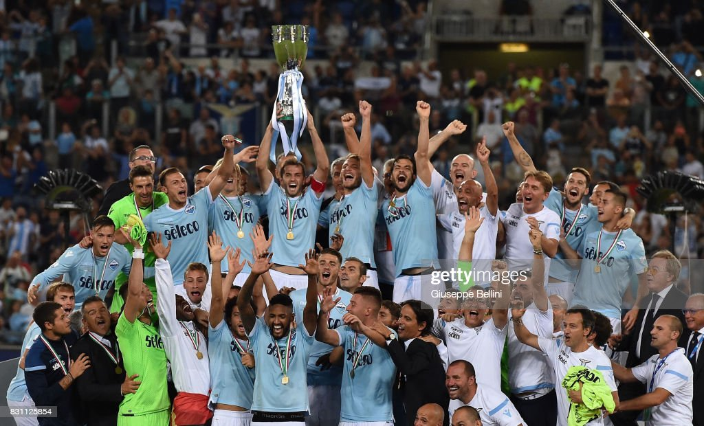 Players of SS Lazio celebrate the victory after the Italian Supercup match between Juventus and SS Lazio at Stadio Olimpico on August 13, 2017 in Rome, Italy.
