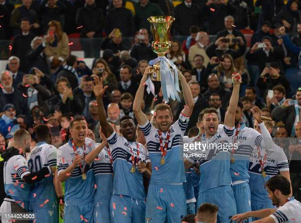 Players of SS Lazio celebrate the victory after the TIM Cup Final match between Atalanta BC and SS Lazio at Stadio Olimpico on May 15, 2019 in Rome,...