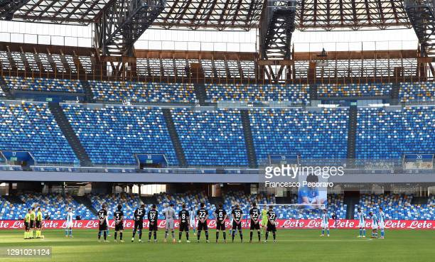 Players of SSC Napoli and UC Sampdoria participate in a minute silence in memory of Paolo Rossi prior to the Serie A match between SSC Napoli and UC...