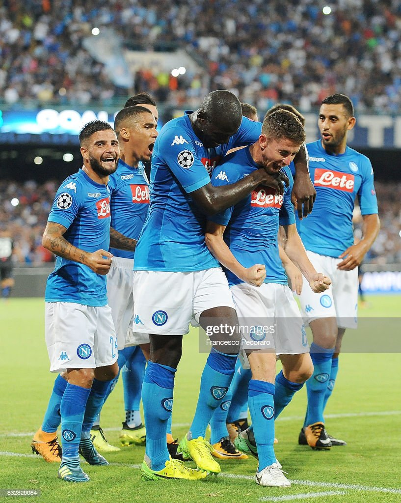 Players of SSC Napoli celebrate the 2-0 goal scored by Jorginho during the UEFA Champions League Qualifying Play-Offs Round First Leg match between SSC Napoli and OGC Nice at Stadio San Paolo on August 16, 2017 in Naples, Italy.