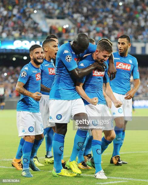 Players of SSC Napoli celebrate the 20 goal scored by Jorginho during the UEFA Champions League Qualifying PlayOffs Round First Leg match between SSC...