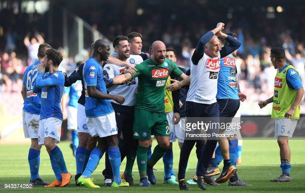 Players of SSC Napoli celebrate the 21 goal scored by Amadou Diawara during the serie A match between SSC Napoli and AC Chievo Verona at Stadio San...