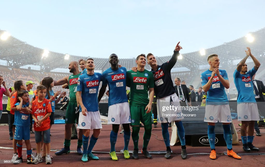 Players of SSC Napoli celebrate the victory after the Serie A match between SSC Napoli and FC Crotone at Stadio San Paolo on May 20, 2018 in Naples, Italy.