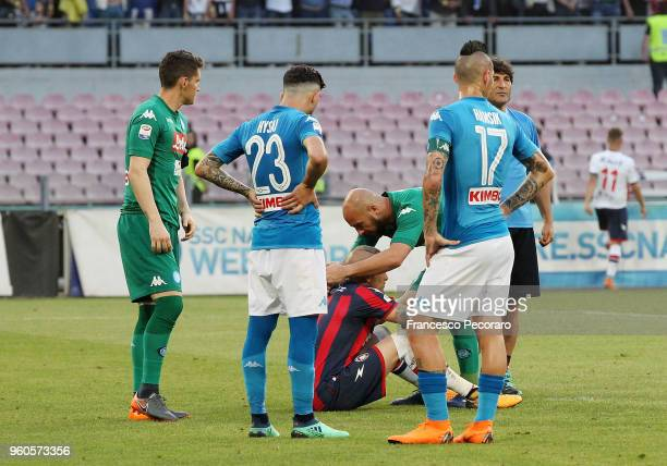 Players of SSC Napoli console Alex Cordaz of FC Crotone after the Serie A match between SSC Napoli and FC Crotone at Stadio San Paolo on May 20 2018...