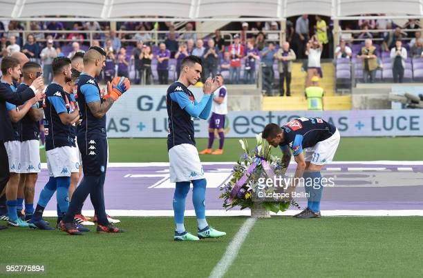 Players of SSC Napoli with a bouquet of flowers in memory of Davide Astori prior the Serie A match between ACF Fiorentina and SSC Napoli at Stadio...